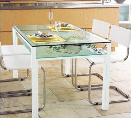 棚板付きのダイニングテーブル