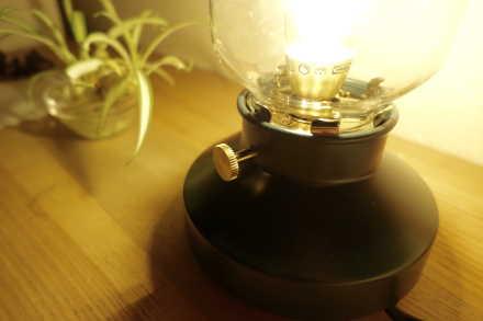 ケアのLED照明つまみを回すだけで調光ができる
