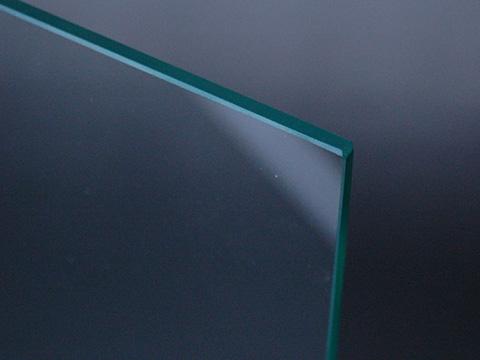 ガラスの「端面保護」と「すき間軽減」