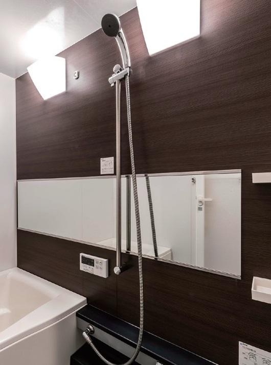バスルームのミラーへの使用例
